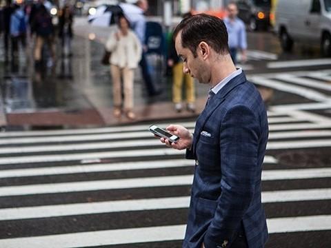 Смартфоны угрожают жизни пешеходов. Ученые рассказали как