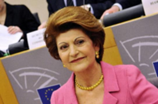 Комиссар ЕС по вопросам здравоохранения посоветовала [не ездить в Мексику и США]