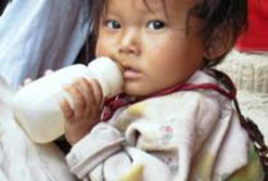 13 китайских младенцев умерли от поддельного молока
