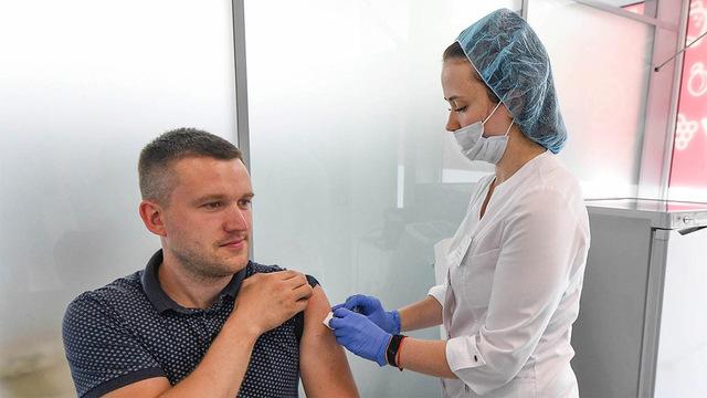 Кого будут прививать от коронавируса в России - новые рекомендации Минздрава