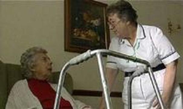 Британским пенсионеркам предлагают лечить людей