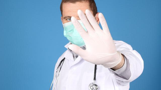 Минздрав запретил врачам давать несогласованную информацию по COVID-19