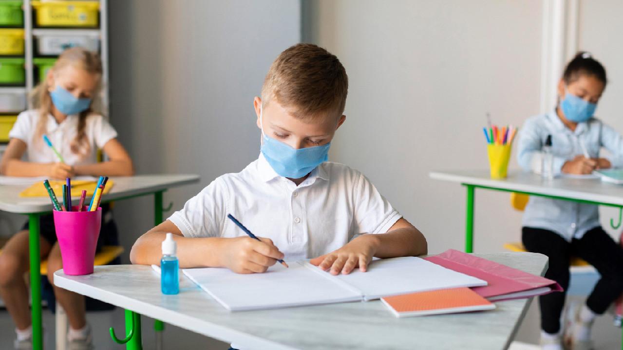 Дети чаще заражаются SARS-Cov-2 от взрослых, чем от одноклассников — CDC