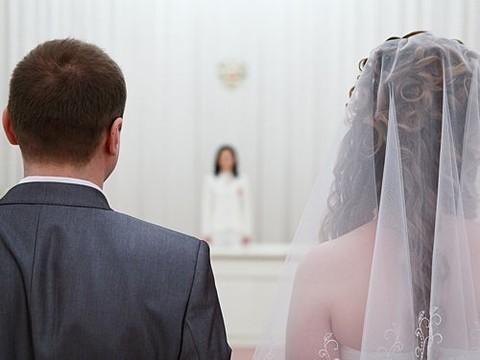 Депутаты Госдумы требуют запретить трансгендерам вступать в брак