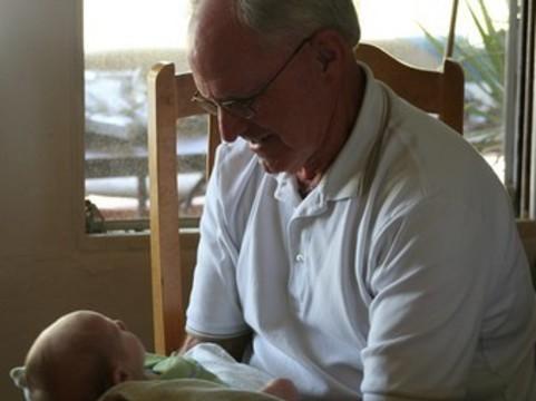 Пожилой возраст отцов повышает [риск психических отклонений у детей]