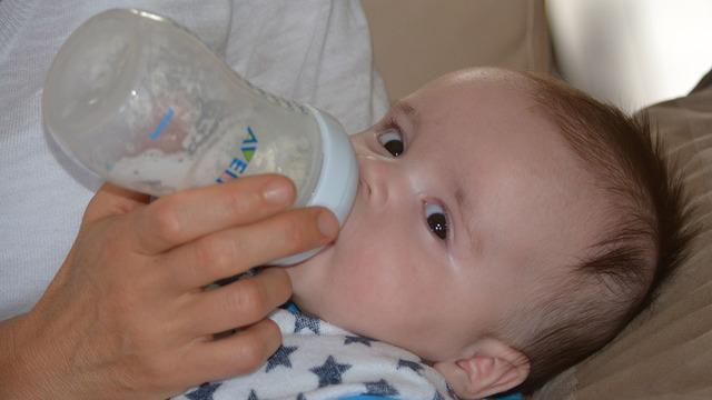 Ученых удивило количество микропластика, который дети получают из пластмассовых бутылочек