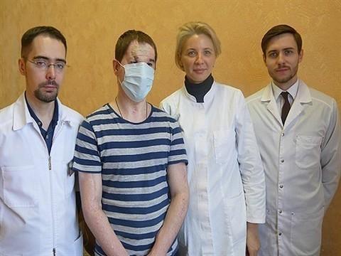 Перенесший первую в России операцию по пересадке лица пациент доволен результатом