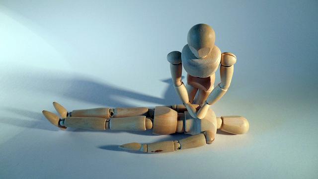 «Человеку плохо»: врач рассказал, что можно и что нельзя делать до приезда скорой