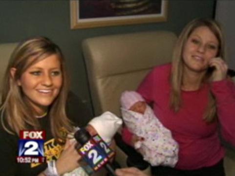 Американские сестры-близнецы родили [с интервалом в 14 минут]