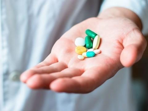 Путин поручил российскому правительству не допустить дефицита недорогих лекарств