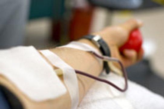 63%  россиян [не хотят быть донорами крови]