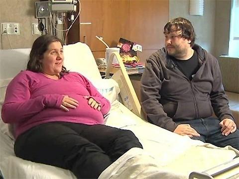 Один из монозиготных близнецов родился на 3 месяца раньше другого
