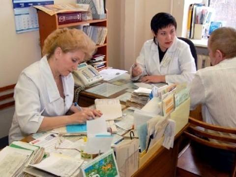 На помощь: [медсестрам передадут часть обязанностей врачей]
