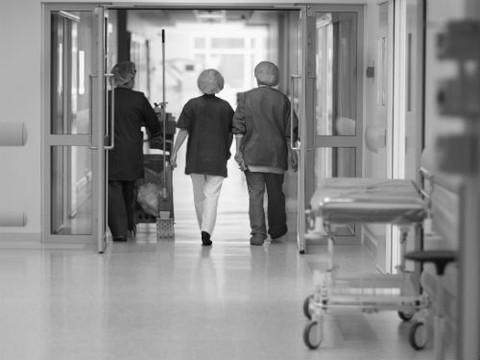 В Омске пенсионерка скончалась в очереди на сдачу анализов