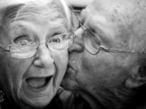 Пожилые британцы стали [чаще заражаться ВИЧ]