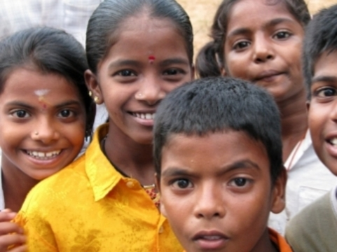 Индийские власти [дополнительно привьют от кори 134 миллиона детей]