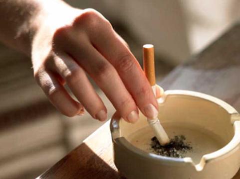 Из-за дыма в Москве [резко снизился спрос на сигареты]