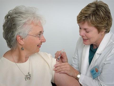 Прививки не повышают риск развития рассеянного склероза
