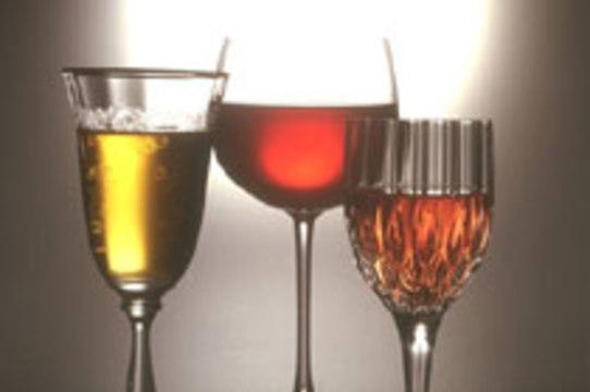 Новогоднее предупреждение: форма бокала влияет на количество выпитого