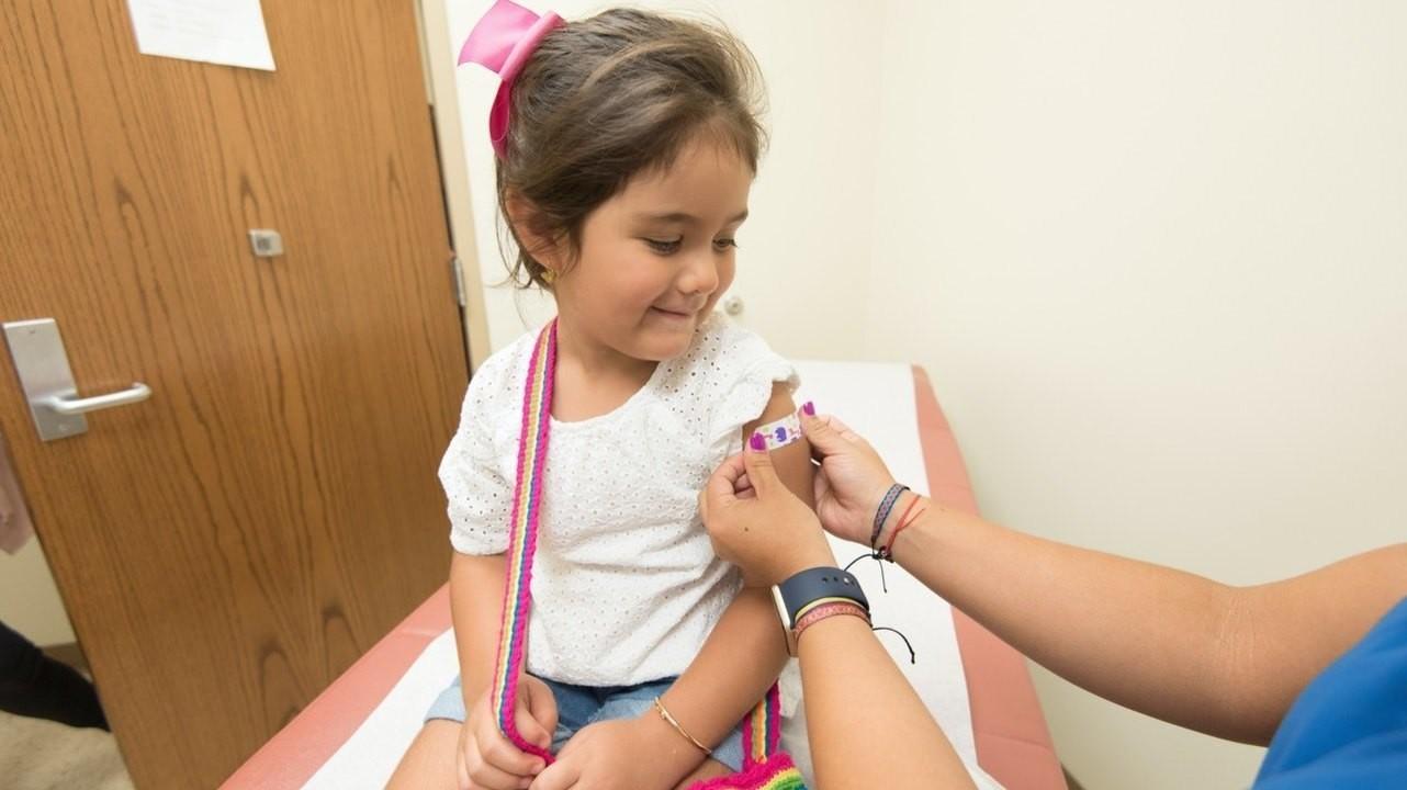 Две вакцины из календаря прививок могут защитить от тяжелого COVID-19