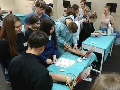 Начинаются занятия Школы юного хирурга