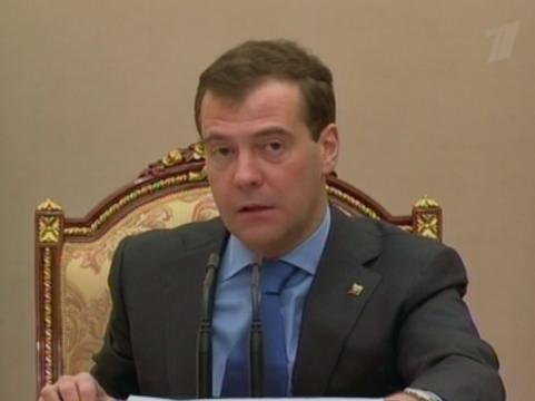 Медведев призвал [принять закон об охране здоровья до конца года]