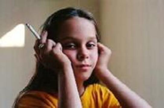 ВОЗ: Девочки курят не меньше мальчиков