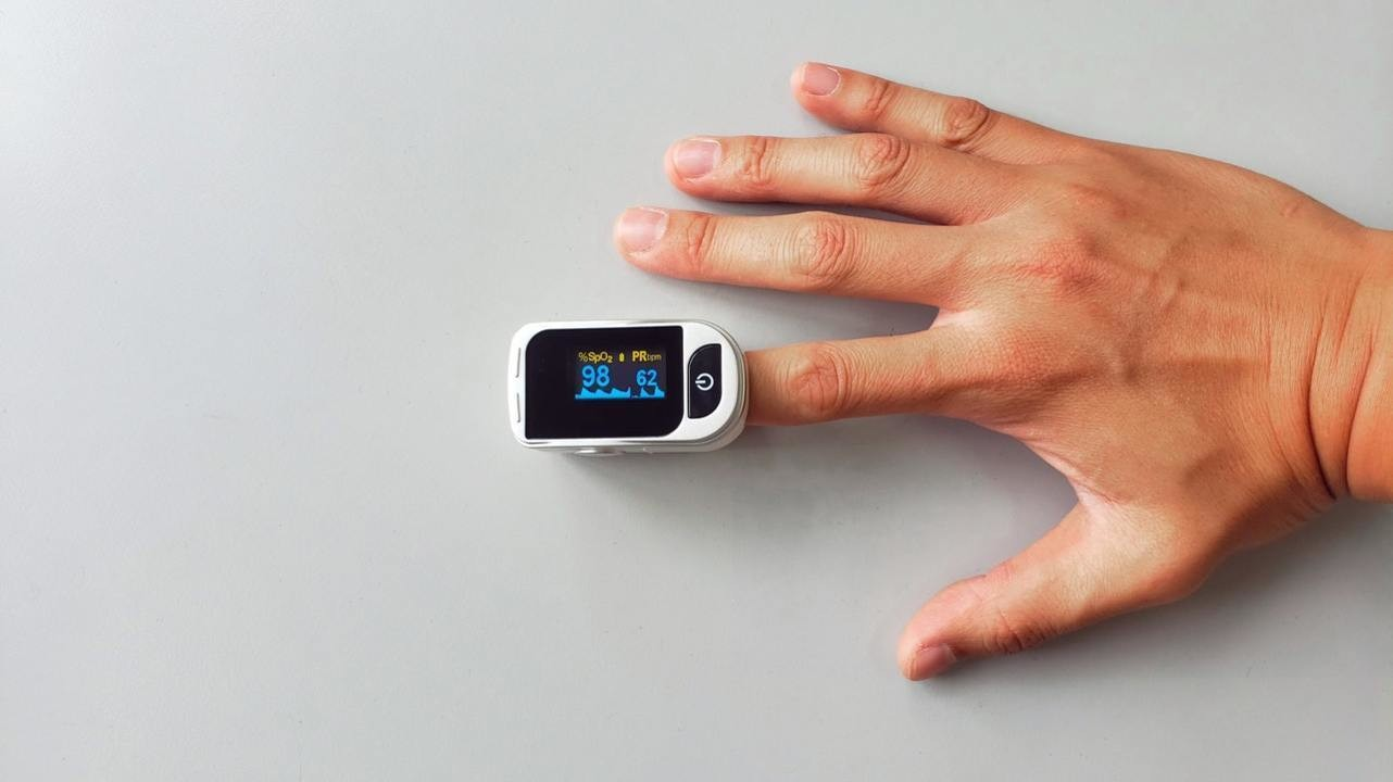 Ученые подсчитали, насколько ниже риск смерти от COVID-19 при использовании  дома пульсоксиметра