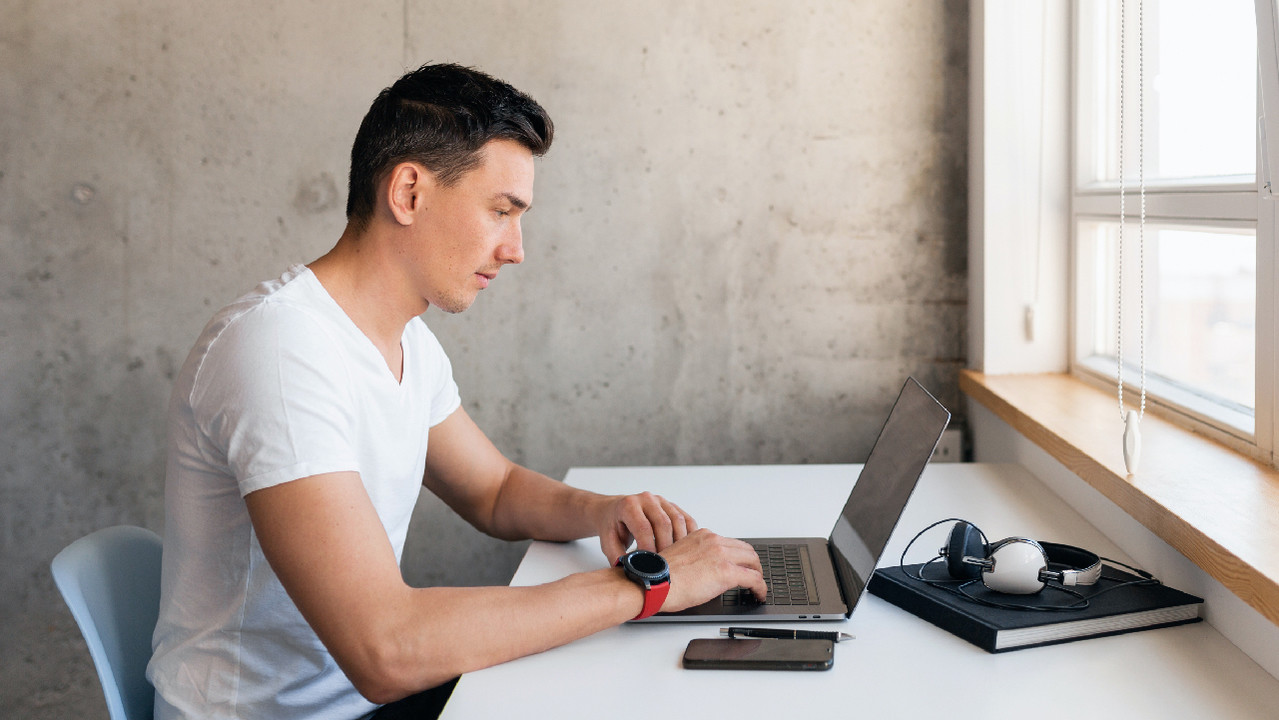 У молодых людей реже болит шея, если они не сидят прямо